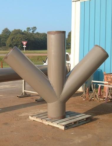 Tuyauterie sur mesure à trois branches permettant le raccordement avec la tuyauterie existante.