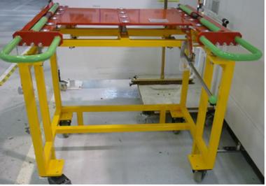 Table munie de billes porteuses pour permettre le déplacement linéaire de la pièce sur le plateau.